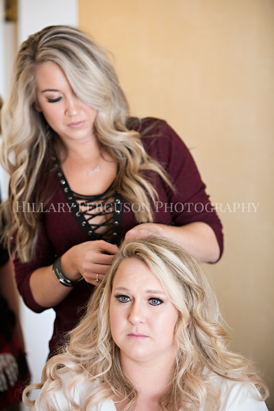 Hillary_Ferguson_Photography_Melinda+Derek_Getting_Ready122.jpg