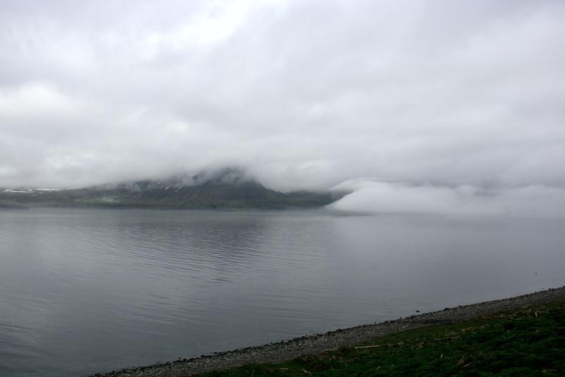Rekavík bak Höfn og Hvannadalur í þokunni