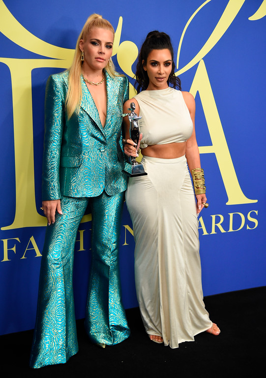 . Busy Philipps, left, and Kim Kardashian West, winner of the Influencer award, pose in the winner\'s walk at the CFDA Fashion Awards at the Brooklyn Museum on Monday, June 4, 2018, in New York. (Photo by Evan Agostini/Invision/AP)