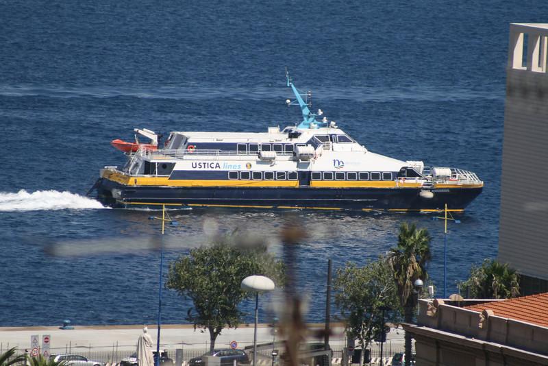 2010 - SNAV AQUARIUS arriving to Messina.