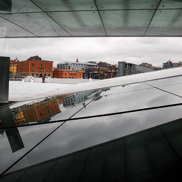 The Neighbourhood. The lesser neighbours to the Oslo Opera House, Cube version. ********** Operahusets naboer. De mindre prangende naboene til Operahuset, Kubeversjon. (Foto: Geir)