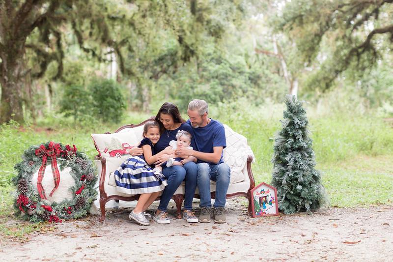 Holiday Minis- Scarth Family-16.jpg