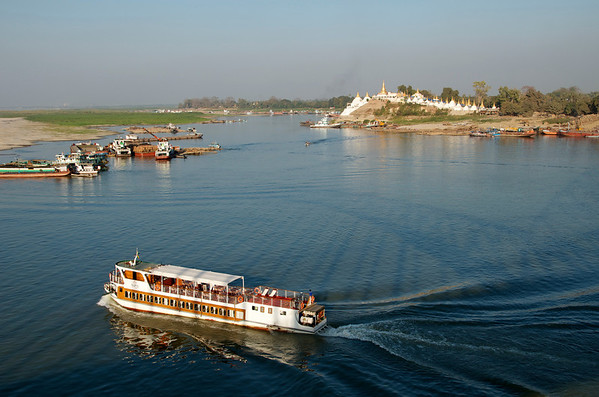 THE  IRRAWADDY RIVER,  STREAM LIFE OF BURMA