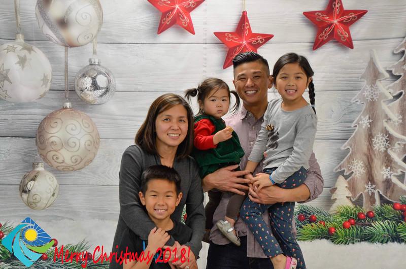 Christmas Photobooth 2018-065_01.jpg