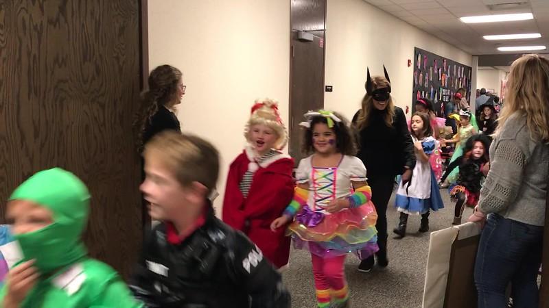Halloween Parade 1st.MOV