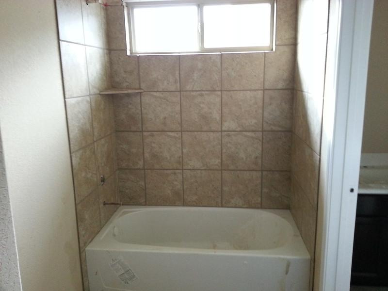 Madi/Sam tub/shower
