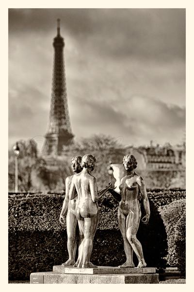 Louvre_20141216_0074-B&W.jpg