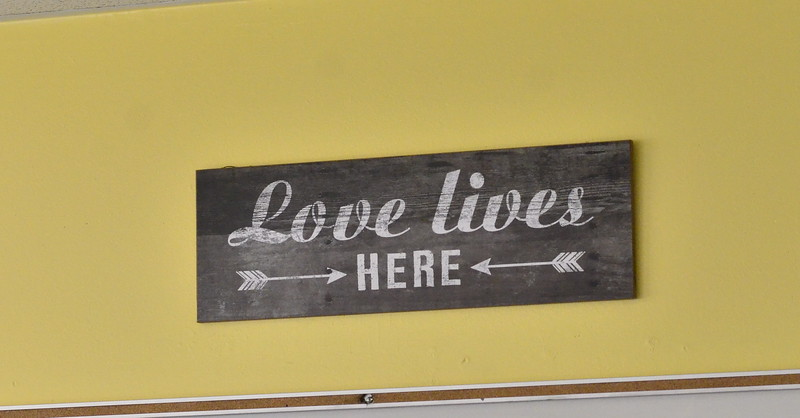 love lives here sign.