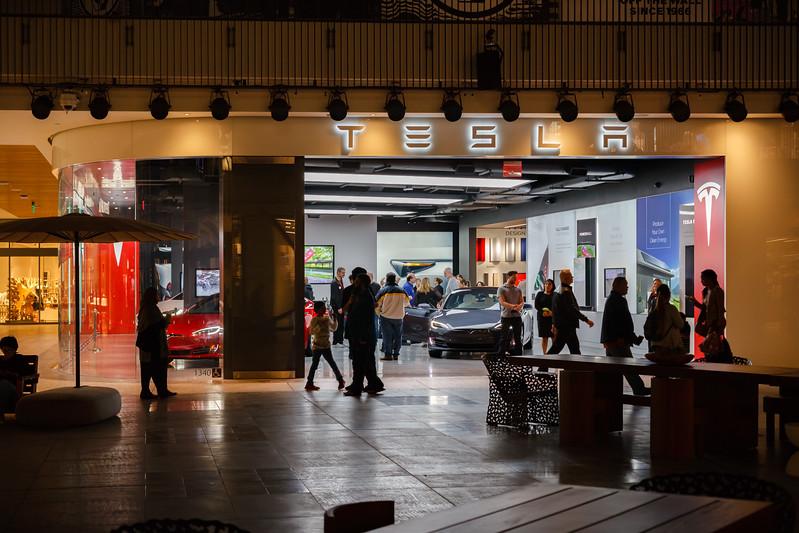 2017 11/09: Tesla Club LA at Century City Showroom Grand Opening