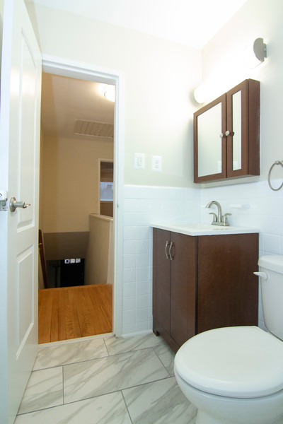 upstairs bath_MG_2753.jpg