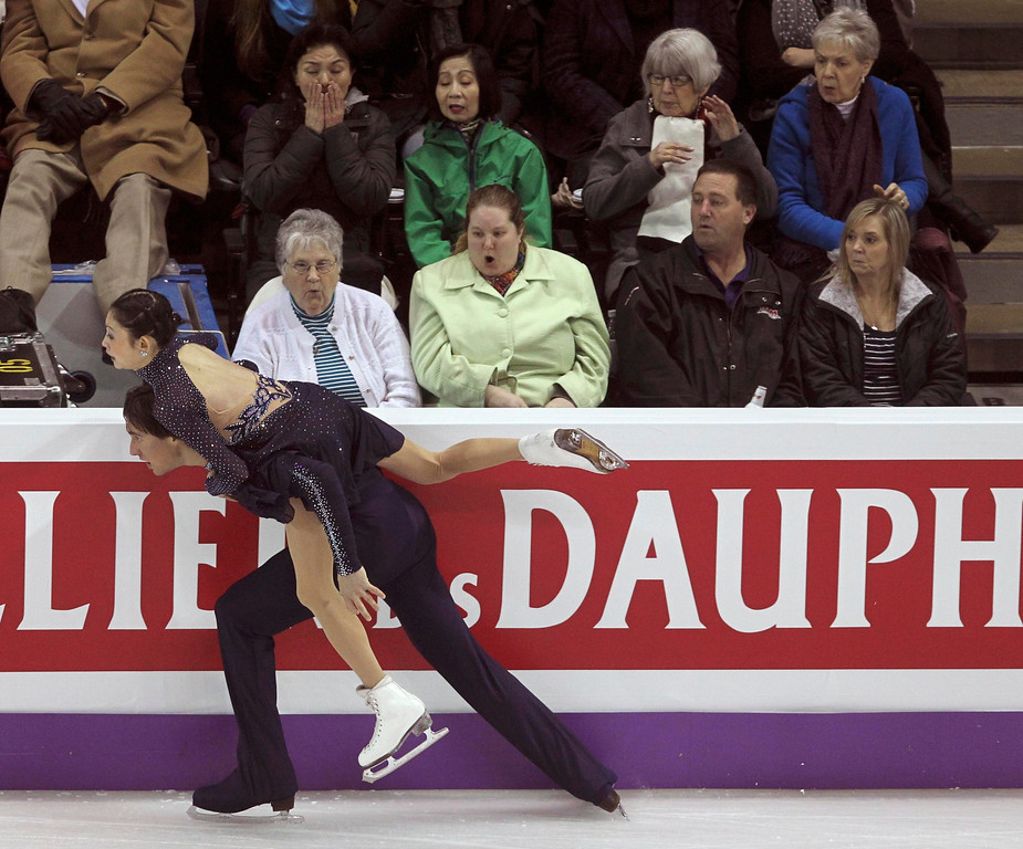 . Yuko Kavaguti (Top) and Alexander Smirnov of Russia nearly run into the board as they perform their free skating program at the ISU World Figure Skating Championships in London, March 15, 2013.  REUTERS/Fred Thornhill