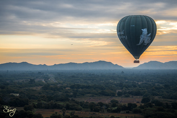 Balloons & Temples. Bagan, Myanmar (Birma)