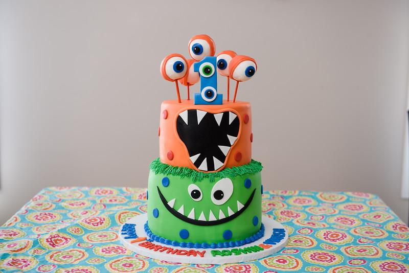 Roshin & Vinash Birthday Cakesmash-3.jpg