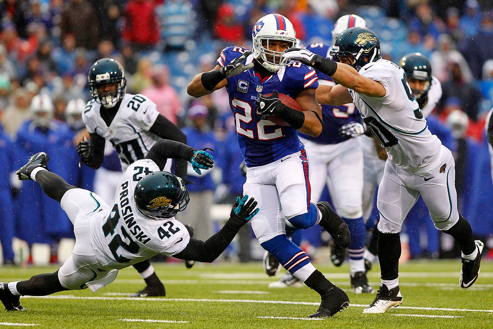 . Buffalo Bills\' Fred Jackson (22) runs away from Jacksonville Jaguars\' Russell Allen (50) and Chris Prosinski (42) during the second half of an NFL football game, Sunday, Dec. 2, 2012, in Orchard Park, N.Y. (AP Photo/Bill Wippert)