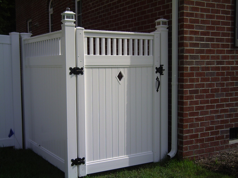 privacy with accent picket top