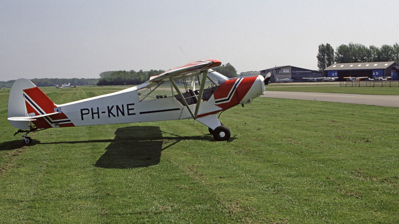 PH-KNE-PiperPA-18-135-Private-EHTE-1998-05-08-EL-01-KBVPCollection.jpg