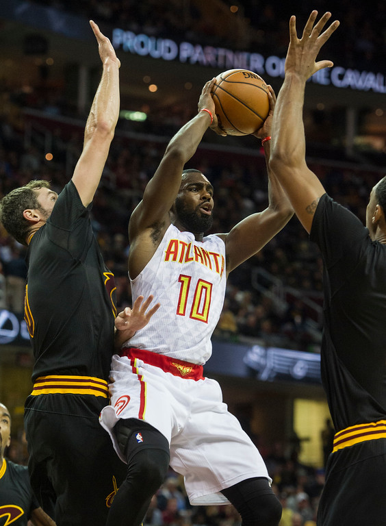 . Atlanta Hawks\' Tim Hardaway Jr. (10) grabs a rebound between Cleveland Cavaliers\' Kevin Love, left, and Channing Frye during the first half of an NBA basketball game in Cleveland, Tuesday, Nov. 8, 2016. (AP Photo/Phil Long)