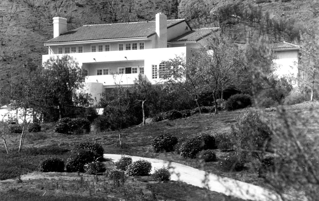 . The Menendez house in Calabasas.  (3/16/94)   (L.A. Daily News file photo)