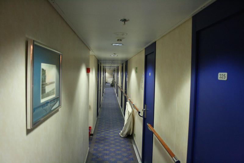 2011 - On board M/S C.COLUMBUS : cabin corridor, deck 3.