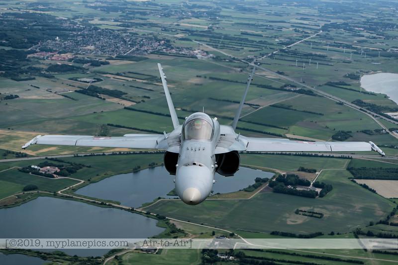 F20180609a112740_2190-F-18A Hornet-J-5020-Suisse-Demo-a2a-Aalborg,Danemark.JPG
