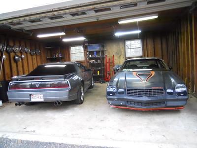 Garage w/ 89