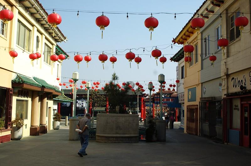 ChinatownWestPlaza014-LookingEastTowardsHill-2006-10-25.jpg