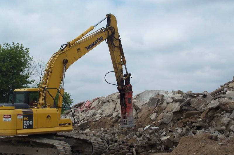 NPK E210 A hydraulic hammer on Komatsu excavator (1).JPG