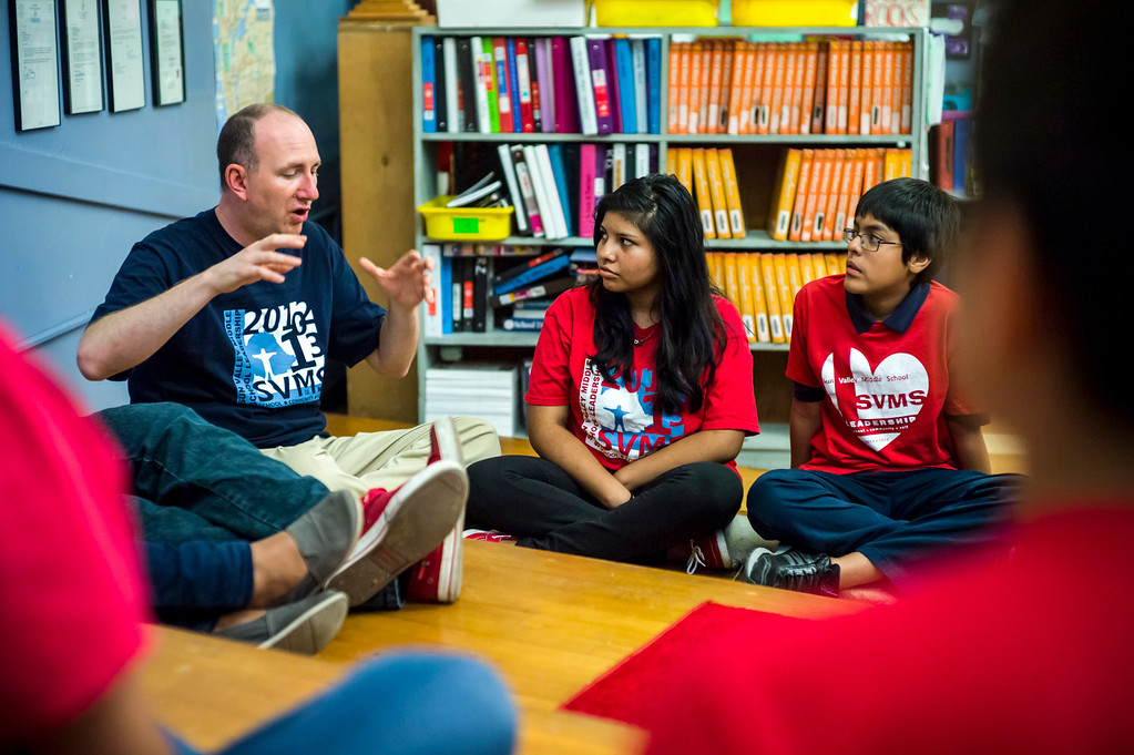 . Sun Valley Middle school teacher Stephen Franklin teaches his leadership class in Sun Valley, CA Tuesday, September 10, 2013.  At right are students Yulisa Mazariegos, 14, and Julio Sanchez, 13.    (Photo by David Crane/Los Angeles Daily News)