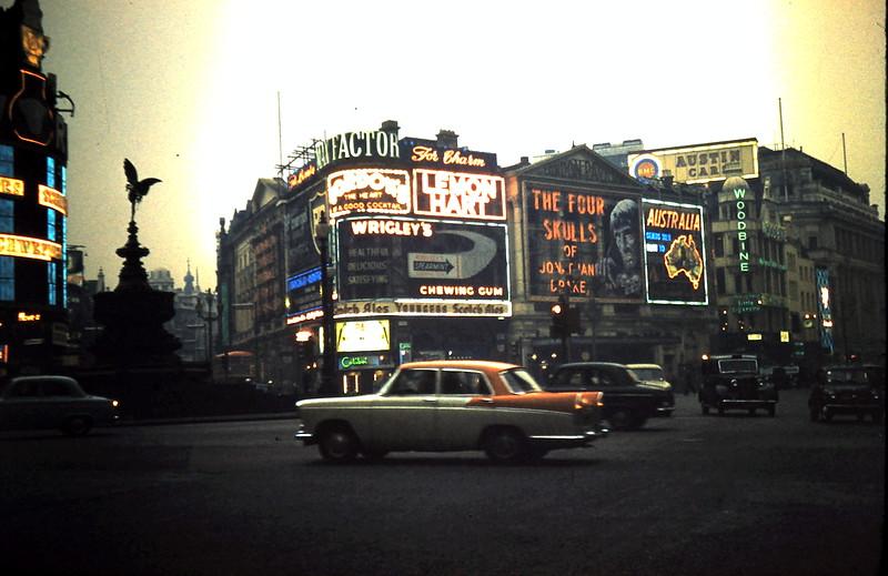 1959-11-15 (24) Picadilly Circus, London.JPG