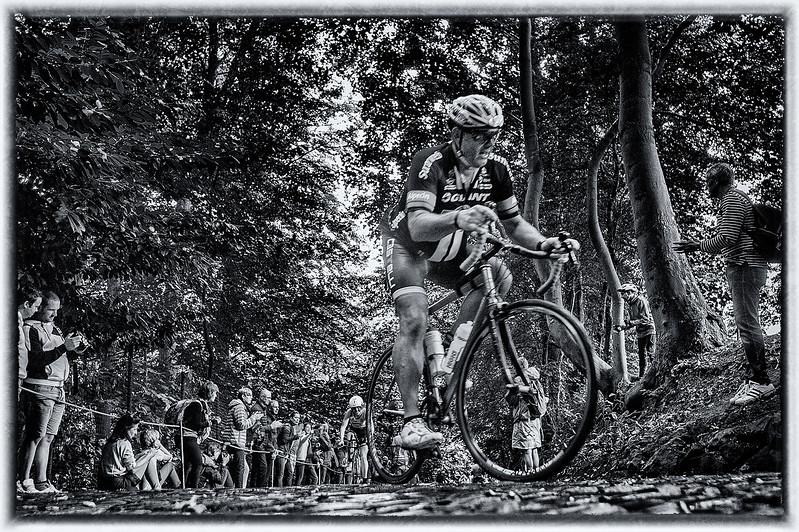 50404.5003.Challenge-fietsen-op de muur.blog.jpg