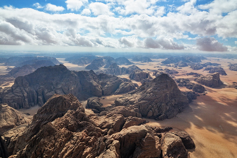Im Microlight-Plane des Royal Aero Sports Club of Jordan über Wadi Rum. Das Wadi Rum ist eine beeindruckende Wüstenlandschaft im Süden von Jordanien, die einst die zweiten Heimat des britischen Archäologen, Geheimagenten und Schriftstellers T.E. Lawrence war (Lawrence von Arabien).