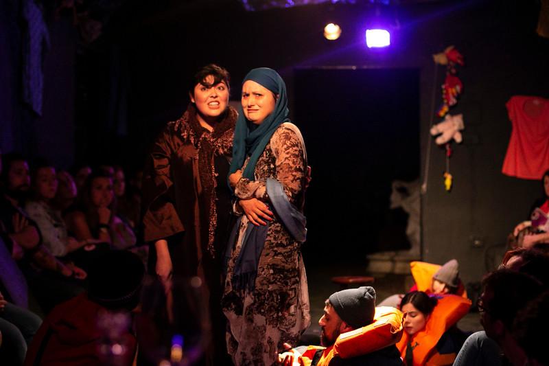 Allan Bravos - Fotografia de Teatro - Indac - Migraaaantes-168.jpg