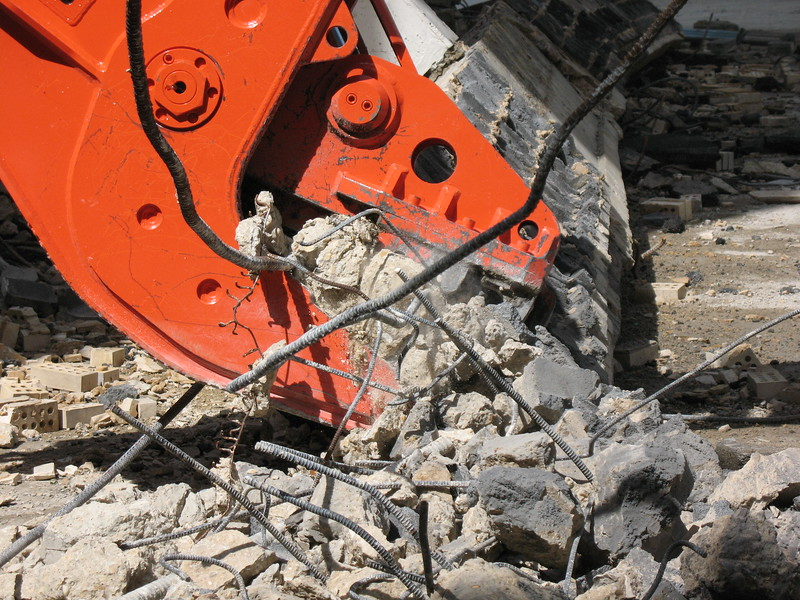 NPK U21JR concrete pulverizer on Hitachi excavator-commercial demolition (16).JPG