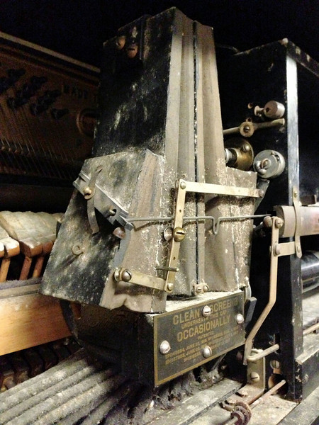 Pneumatic piano