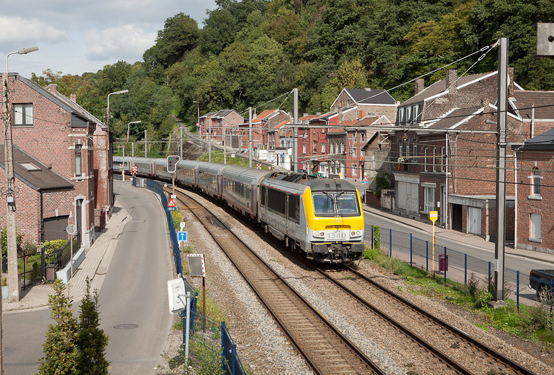 1340 on the point of an IC-O (Maastricht/NL - Brussels) in Cheratte-Bas.