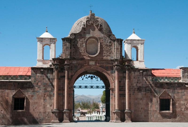 Cusco_Cemetery 01.jpg