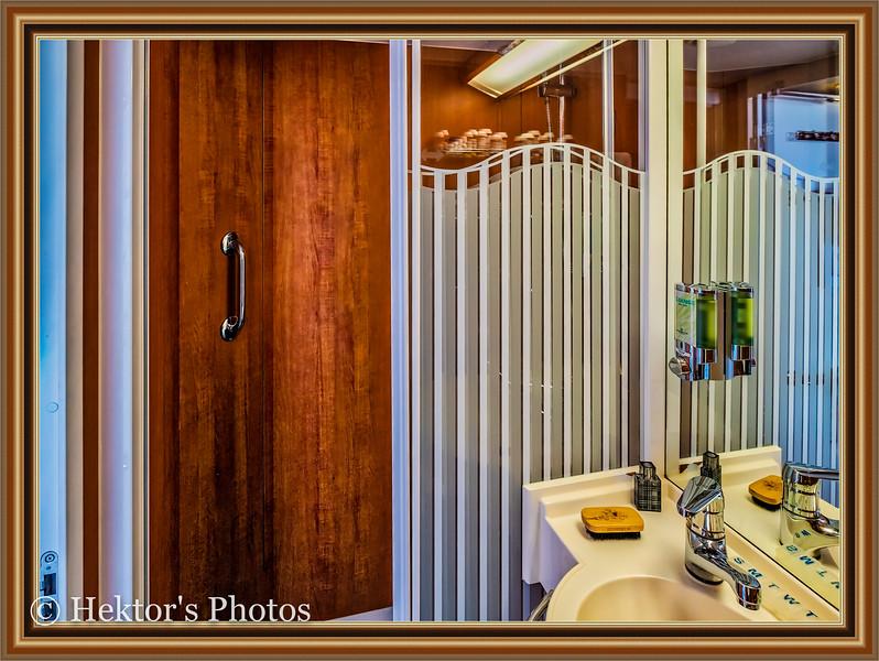 Stateroom 10024-14.jpg