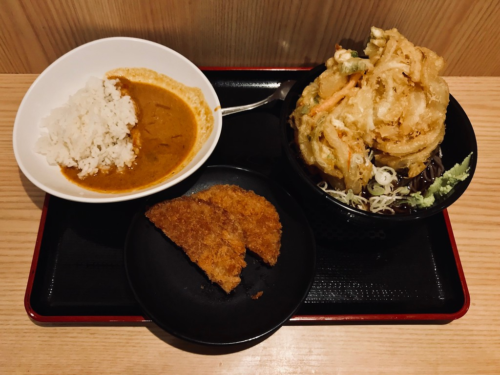 Soba with jumbo mixed vegetable tempura (kakiage) and half-size curry rice.