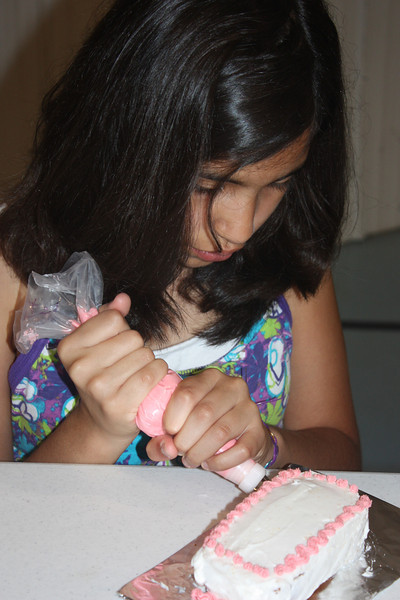Mid-Week Adventures - Cake Decorating -  6-8-2011 118.JPG