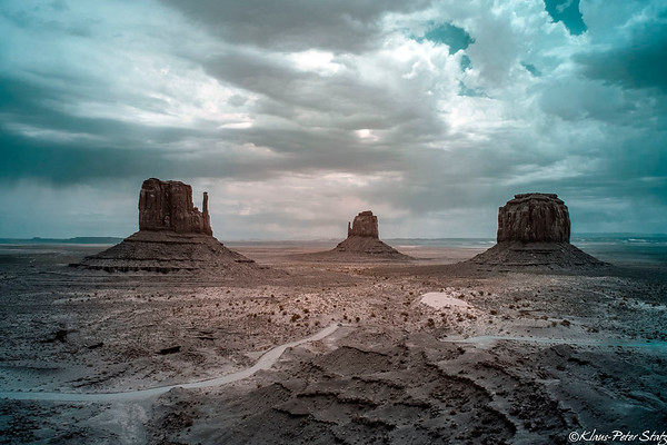 9- Monument Valley in IR - Color