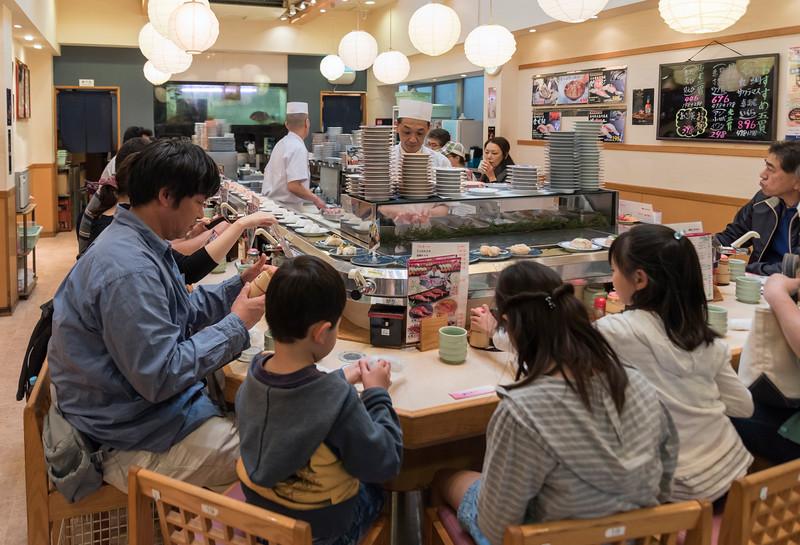 Conveyor belt sushi, Tsukiji market