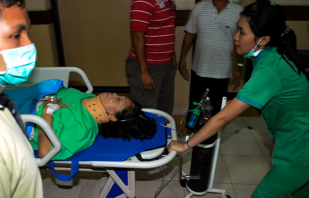 . A passenger of the Lion Air plane that missed the runway at Bali\'s international airport, arrives for a treatment at Kasih Ibu hospital near Denpasar, Bali April 13, 2013. All 108 passengers and crew survived when a Lion Air Boeing 737 missed the runway on the Indonesian resort island of Bali on Saturday and landed in shallow water, an airline spokesman and government officials said.  REUTERS/Stringer
