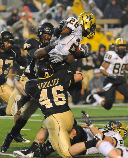 Curry and Woodlief tackle Reeves.jpg