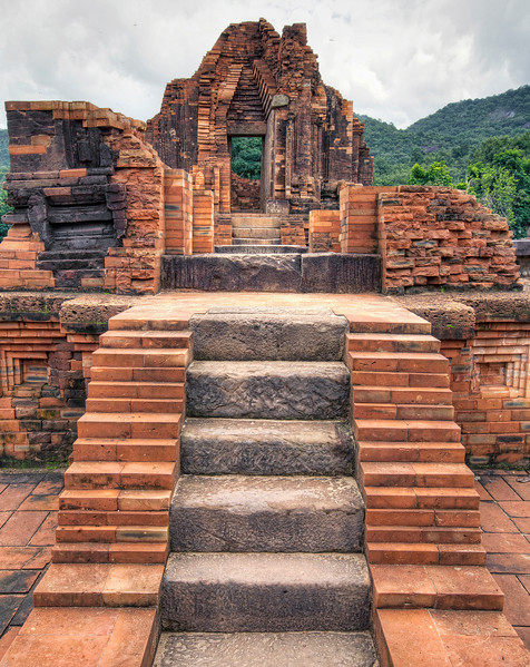 my-son-ruined-buddhist-temple-compound-stairs.jpg