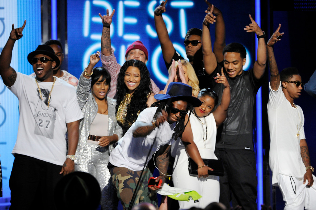 . Lil\' Wayne, center, slams the microphone onto the ground after Young Money is announced winner of the award for best group at the BET Awards at the Nokia Theatre on Sunday, June 29, 2014, in Los Angeles. (Photo by Chris Pizzello/Invision/AP)