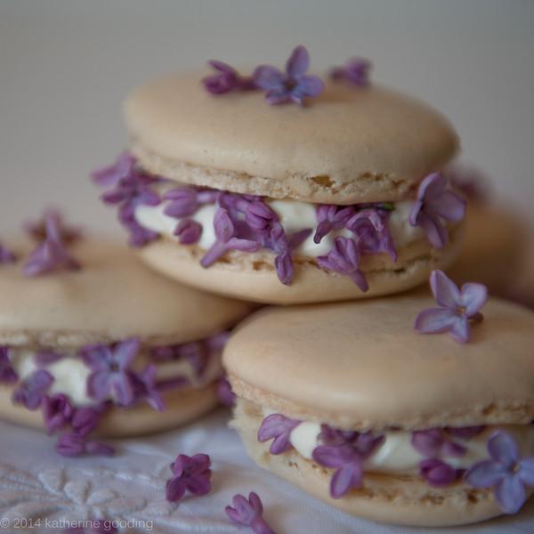 Lilac Vanilla Creme Macaron