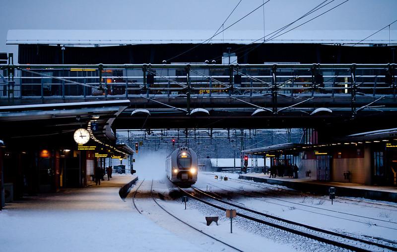 Southbound X40 creates a blizzard in Älvsjö.