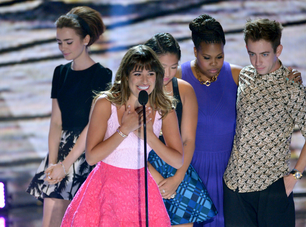 """. Actress Lea Michele, center, from \""""Glee\""""speaks on stage as she accepts an award at the Teen Choice Awards at the Gibson Amphitheater on Sunday, Aug. 11, 2013, in Los Angeles. Pictured in background are fellow cast members, from right, Kevin McHale, Amber Riley, Jenna Ushkowitz and presenter Lily Collins. (Photo by John Shearer/Invision/AP)"""