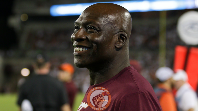 Former Virginia Tech and NFL hall of famer Bruce Smith watches from the sidelines. (Mark Umansky/TheKeyPlay.com)