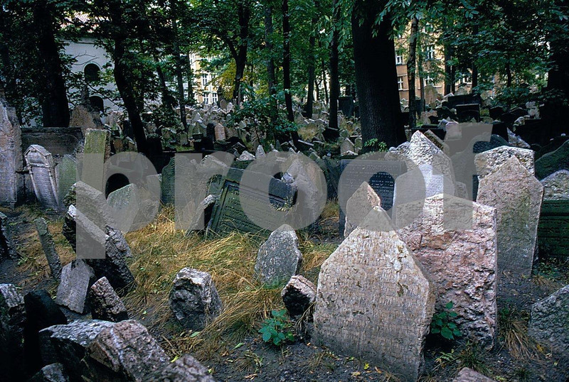 Prague Old Jewish Cemetery.jpg